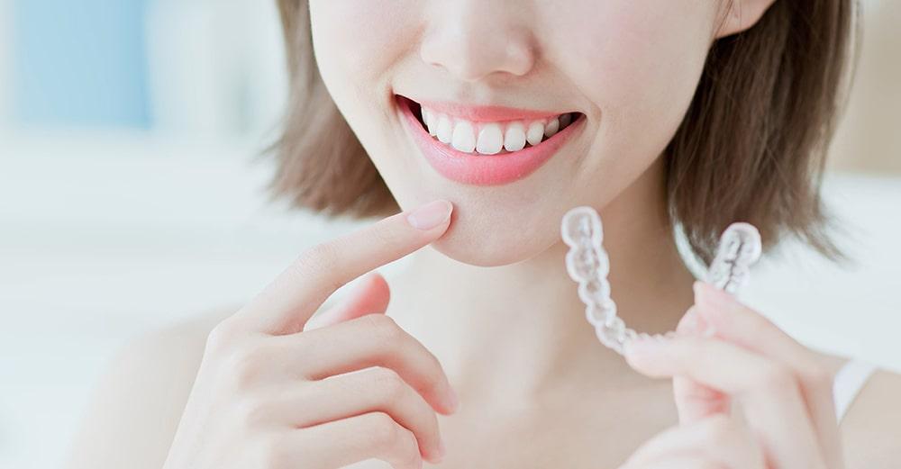 Cómo limpiar la ortodoncia Invisalign