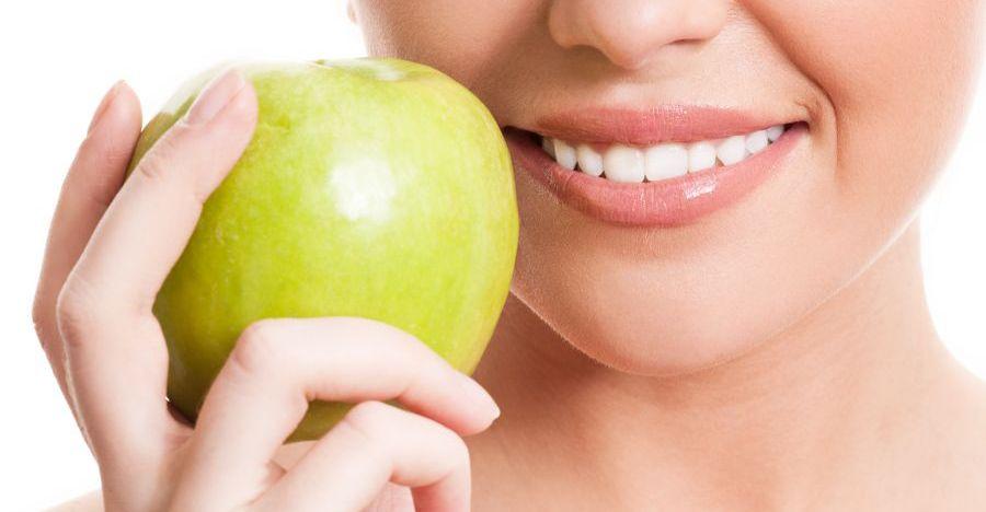 ¿Qué comer tras un blanqueamiento dental?
